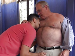 Hot daddy bear dates younger