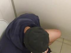 Str8 guy in public toilet