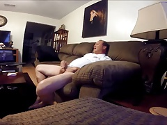Str8 daddy wotching porn in the living room