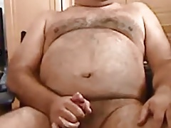 Quick cum from a daddy hairy bear