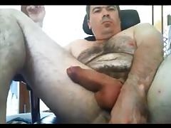 Sexy aussie bear edging using his plug