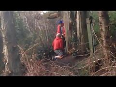 Смотреть онлайн видео баба сосет хуй в лесу — 2