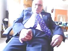geiler Opa wichst sich gern