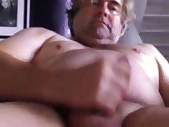 GORDO MADURO SE MASTURBA