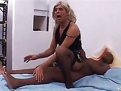 black dude sucked by transvestite
