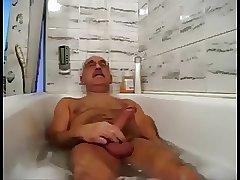 daddy play and cum in bathtub