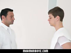 MormonBoyz-Young stud gets Mormon muscle daddy's big dick