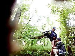 Met een vent in de bosjes