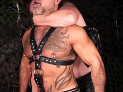 Ruthless hunks in bareback session