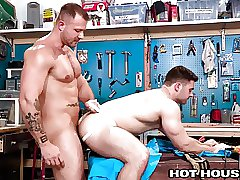 HotHouse Austin Wolf Stuffs Handymans Hole