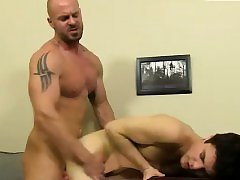 Gay males oral sex First he gets the messenger to deep-throa
