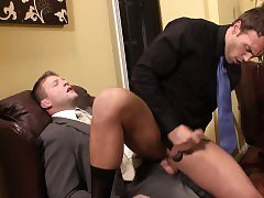 Muscled hunk penetrated in ass by boss