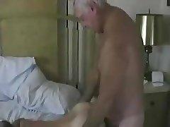 Abuelo Clavando