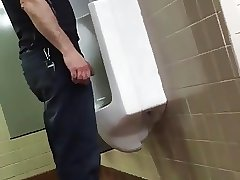 Caught - Guy Pissing (Carinha Mijando) 054