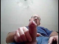 Daddy standing cum