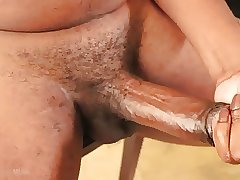 Quawn Hardon Milks His Thick Juicy BBC