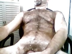 Very hairy gaydaddy bear on cam