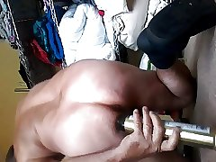 MAN TRYS OUT HAIRSPRAY CAN UP ASS FOR SIZE