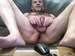 Daddy spielt mit seinem Schwanz