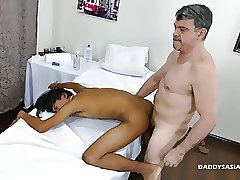 Daddy and 2 Twinks Bareback Threesome