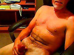 Silver daddy bear cumming on cam