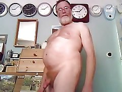 Daddy bear jerking on cam