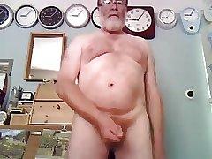 Daddy bear jerking on cam