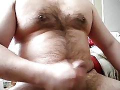 Chubby daddy bear jacking on cam