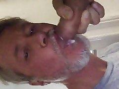 Daddy cummin in daddys mouth