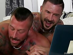 MenOver30 Derek Parker Bends Over for Bear Dick