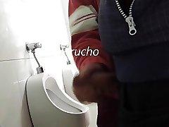 Me pajean en wc
