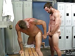 MenOver30 Daddy Gets Ass Fucked at the Gym