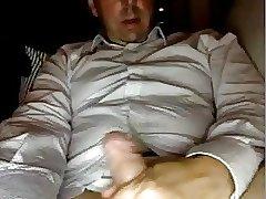 Hermoso maduro caliente se pajea la verga en la webcam