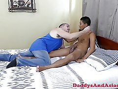 Young pinoy assfucked by mature daddy