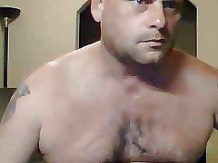 Beeffy sexy daddy wanking