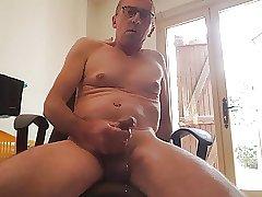 ami exhib gilles de dijon se masturbe