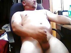 Muscle latin guy wanking
