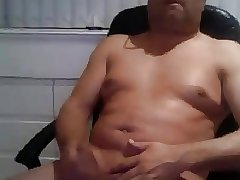 Smooth latin daddy cumming so good