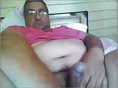 Maduro hetero mostrando la verga en la webcam