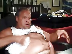Chunky daddy stroking and cumming