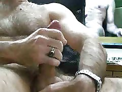 hairy big dick cummer
