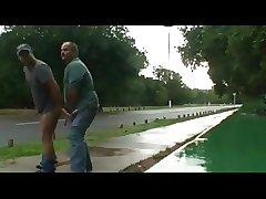 2 machos en el camino