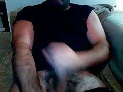 Big cum spraying muscle daddy