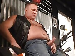 Daddy wank at motorbike