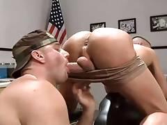 Militares dandose por el culo