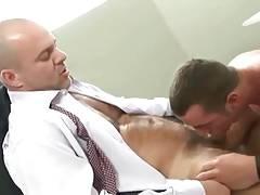 Hace un Streptease y su jefe se lo folla