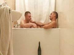 Baise dans la baignoire