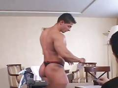 Bodybuilder puts on a private show