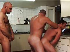 3 bears in the kitchen