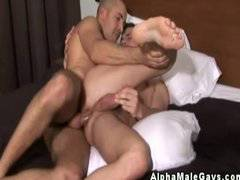 Gay muscle hunks wanks during anal